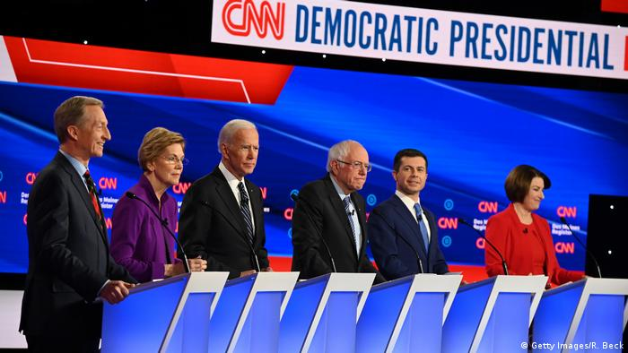 Tom Steyer, Elizabeth Warren, Joe Biden, Bernie Sanders, Pete Buttigieg und Amy Klobuchar (v. l.)