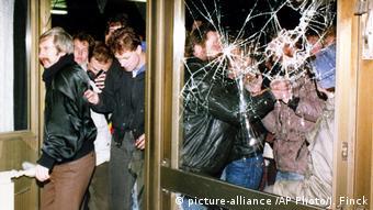 Aπό την έφοδο Βερολινέζων διαδηλωτών στα κενρικά της Στάζι τον Ιανουάριο του 1990