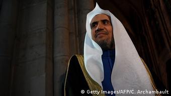 أمين عام رايطة العالم الإسلامي محمد العيسى أثناء زيارته لفرنسا عام 2017