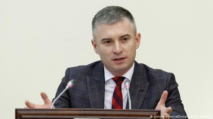 Голова НАЗК Олександр Новіков каже, що моніторинг стилю життя чиновників мав запрацювати вже давно