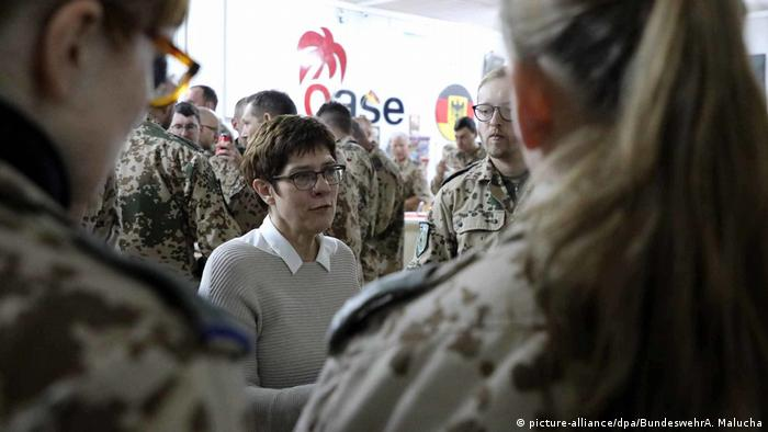 German defense minister pushes to keep German troops in Iraq