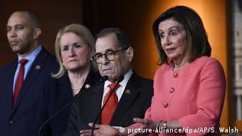 Οι Δημοκρατικοί στηρίζουν τη διαδικασία αποπομπής του Αμερικανού προέδρου