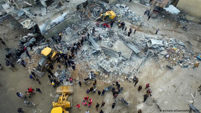 Syrien Angriffe in der Provinz Idlib (picture-alliance/AA/I. Idilbi)