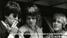 Wichtige Hinweise zur Verwendung der Abbildungen: Die Motive dürfen ausschließlich für die aktuelle Berichterstattung im Rahmen der Ausstellung LINDA McCARTNEY unter Hinweis auf das Copyright verwendet werden (ab 3 Monate vor Ausstellungsbeginn bis 6 Wochen nach Ende der Ausstellung). Zudem dürfen die Bilder nur vollständig und unverändert verwendet werden. Fotografin unter Musikern LINDA McCARTNEY – The Sixties and more 19. Januar bis 3. Mai 2020 ++++++ 10 The Rolling Stones, New York, 1966 © Paul McCartney/Fotografin Linda McCartney/Courtesy Sammlung Reichelt und Brockmann