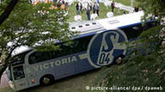 Schalke 04 muss auswärts beim Favoritenschreck ran. (Foto: dpa)