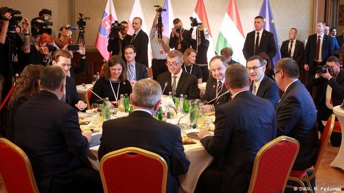 Premierzy czterech państw Grupy Wyszehradzkiej i kanclerz Austrii w Pradze: tematów rozmów było aż nadto