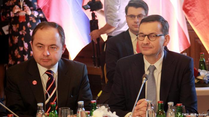 Konrad Szymański i Mateusz Morawiecki w Pradze