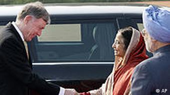 Köhler: Begrüßung durch Indiens Präsidentin Pratibha Devisingh Patil (Foto: AP)