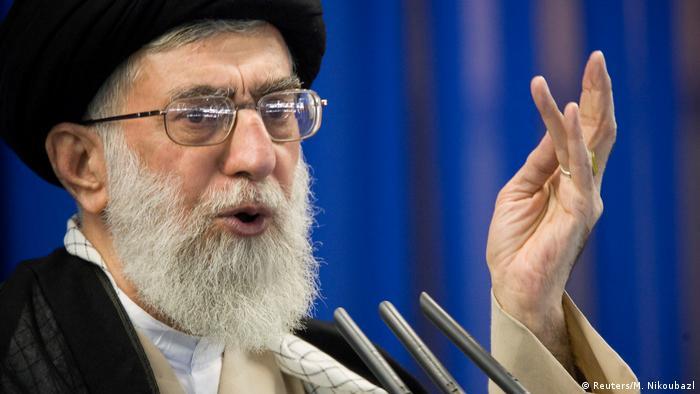 İran'ın dini lideri Hamaney başkent Tahran'da sekiz yıl sonra ilk kez bir cuma namazı kıldırarak hutbe verdi ve İran halkına birlik ve beraberlik çağrısı yaptı.