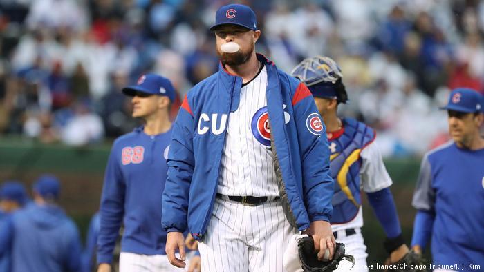 USA Chicago | Chicago Cubs Pitcher Jon Lester vor Spiel gegen die Chicago White Sox (picture-alliance/Chicago Tribune/J. J. Kim)