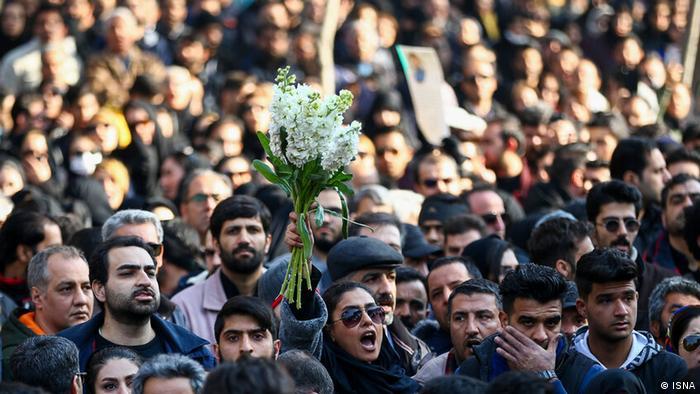 صحنهای از مراسم تشییع قربانیان هواپیمای اوکراینی در اصفهان