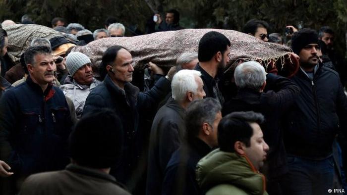 صحنهای از مراسم تشییع قربانیان سقوط هواپیمای اوکراینی در سنندج