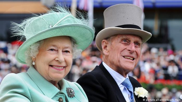 Queen Elizabeth II. Prince Philip (picture-alliance/dpa/A. Rain)