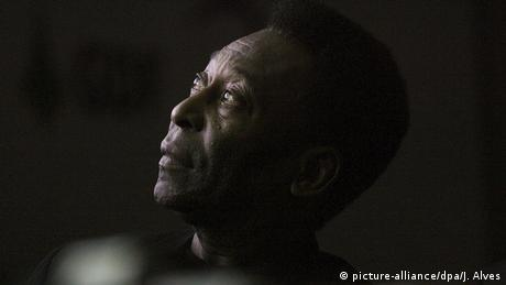 Sport Fussball l Edson Arantes do Nascimento - Pele (picture-alliance/dpa/J. Alves)