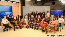 Junge Leute in Balkan Booster TV Show auf RTK (Radio-television Kosovo) Foto wurde in Dezember 2019 in Pristina, Kosovo gemacht.