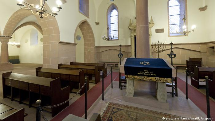 The interior of the synagogue in Worms (picture-alliance/dpa/U. Anspach)