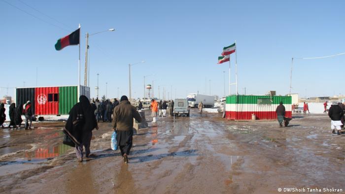 عکس آرشیف از مرز اسلام قلعه بین ایران و افغانستان که گذرگاه عبور قانونی است.