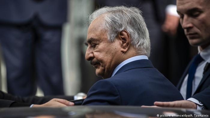 Griechenland Chalifa Haftar in Athen (picture-alliance/dpa/A. Tzortzinis)