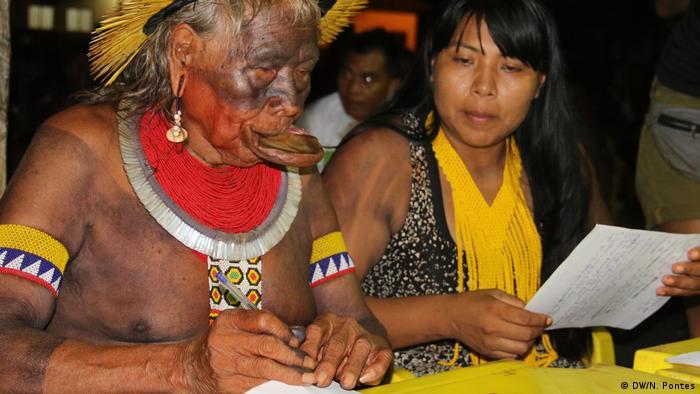 Cacique Raioni assina manifesto dos povos indígenas que deverá ser entregue ao presidente Jair Bolsonaro