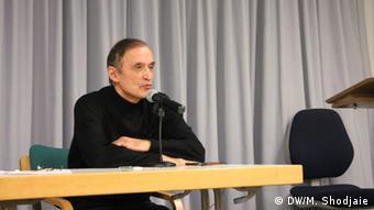 Deutschland l Feierlichkeit im Namen des iranischen Schriftstellers Eshkewari - Mehdi Fatapour (DW/M. Shodjaie)
