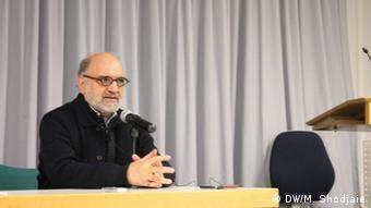 Deutschland l Feierlichkeit im Namen des iranischen Schriftstellers Eshkewari - Abdolkarim Soroush (DW/M. Shodjaie)