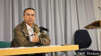 Deutschland l Feierlichkeit im Namen des iranischen Schriftstellers Eshkewari -Reza Alijani (DW/M. Shodjaie)