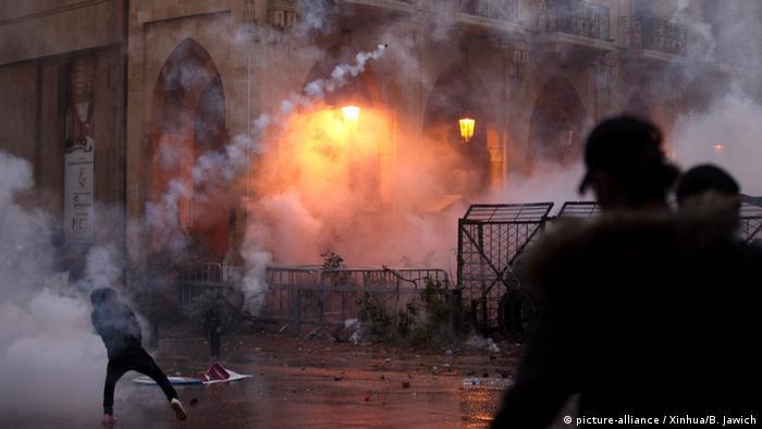 Libanon Krise l Proteste und Unruhen gegen Korruption und Misswirtschaft (picture-alliance / Xinhua/B. Jawich)