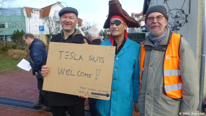 Прихильники спорудження заводу Tesla в Грюнгайде