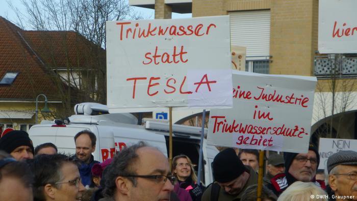 Жителі муніципалітету Грюнгайде протестують проти будівництва заводу Tesla
