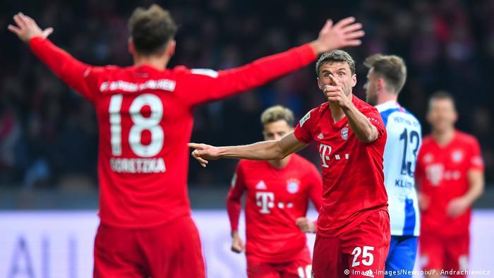 Thomas Müller celebrating with Leon Goretzka