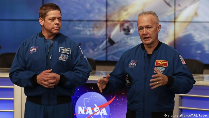 Астронавты NASA Роберт Бенкен и Даглас Хёрли