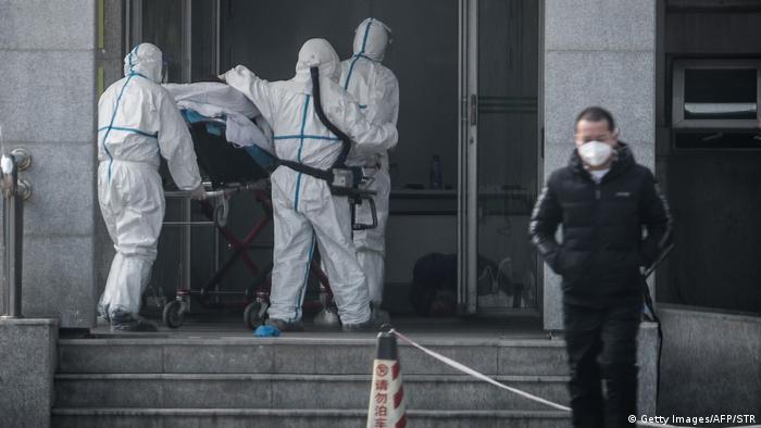 Foto de equipo médico en Wuhan.