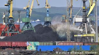 Угольный терминал в Мурманском порту