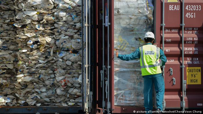Malaysia Container mit Import-Plastikmüll