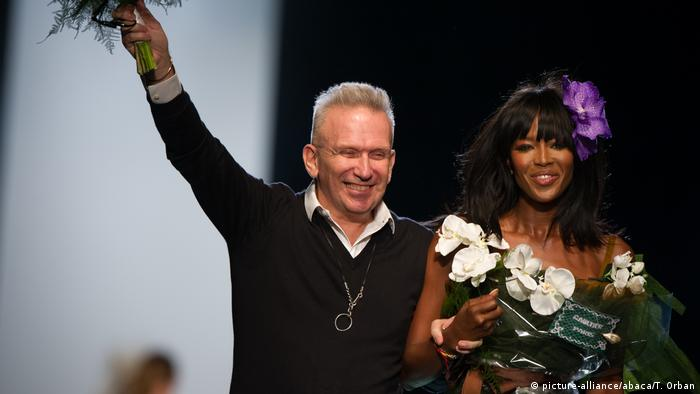 Fashion designer Jean-Paul Gaultier and supermodel Naomi Campbell (picture-alliance/abaca/T. Orban)