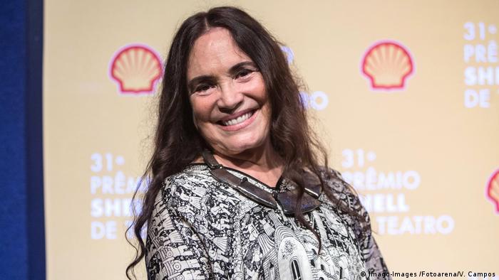 Nós vamos noivar, vou ficar noiva, disse Regina Duarte após conversa com Bolsonaro sobre possivel nomeação