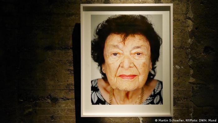Lily nació en Zagreb, Yugoslavia. Hoy esa ciudad pertenece a Croacia. Vivió sucesos muy cruentos y, como prisionera, logró sobrevivir a las torturas en el campo de concentración y exterminio de Auschwitz-Birkenau.