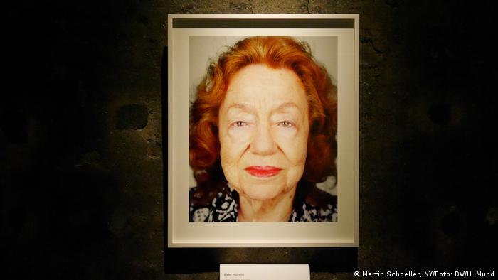 Ester viene de Alemania, pero hoy vive en Israel, como todos los sobrevivientes del Holocausto que Martin Schoeller fotografió para el proyecto Survivors.