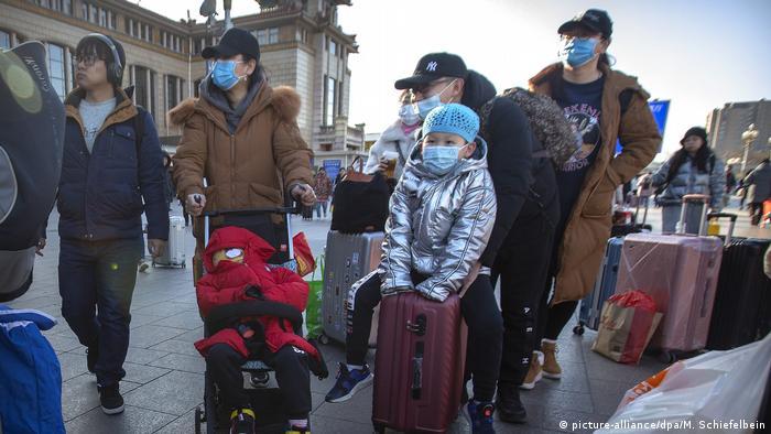 Через ризик зараження новим коронавірусом у Китаї почали носити респіраторні маски