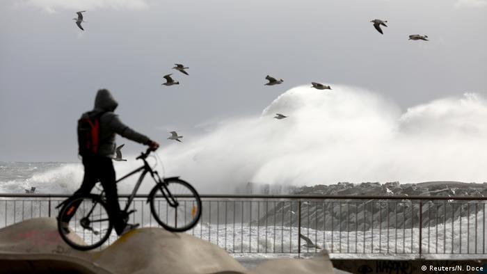 Spain: Storm Gloria kills 4, disrupts travel