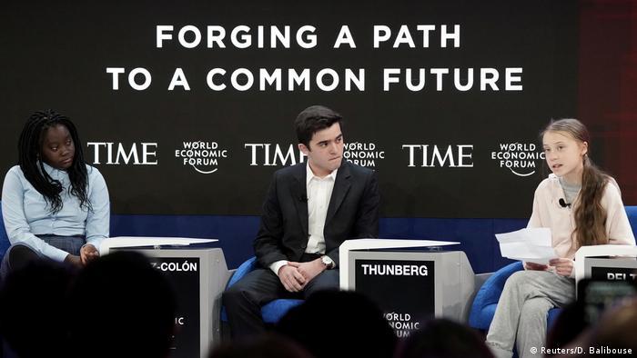 Foro de Davos: De dcha. a izqda.: Greta Thunberg, Salvador Gómez-Colón y Natasha Mwansa.