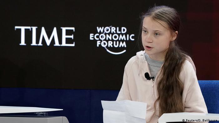 No Fórum Econômico Mundial, em Davos, a ativista sueca Greta Thunberg lamentou a falta de ações para reduzir as emissões de CO2 e pediu que a voz dos jovens e a ciência tenham mais peso nas discussões sobre a proteção climática.