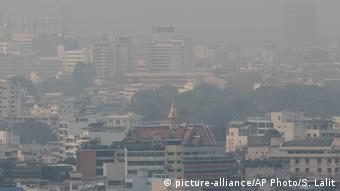 Global Ideas | Thailand | Luftverschmutzung | Smog (picture-alliance/AP Photo/S. Lalit)