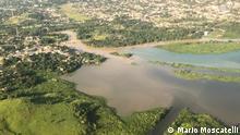 Luftaufnahmen des durch Abwasser verschmutzten Guandu-Flusses im Westen der Metropole Rio de Janeiro.