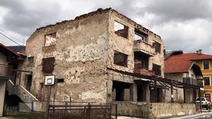 Huellas de la guerra en Bosnia todavía en los edificios en esta imagen tomada en 2019.