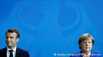 Berlin Pressekonferenz | Angela Merkel und Emmanuel Macron (Getty Images/AFP/O. Andersen)