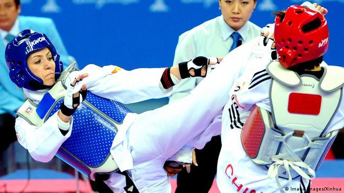 پریسا فرشیدی در رقابت با حریف چینی در بازیهای آسیایی تکواندو در گوانگژو