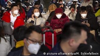 Пассажиры на одном из вокзалов Пекина