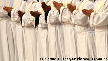 Vatikanstadt | Katholische Priester während Zeremionie