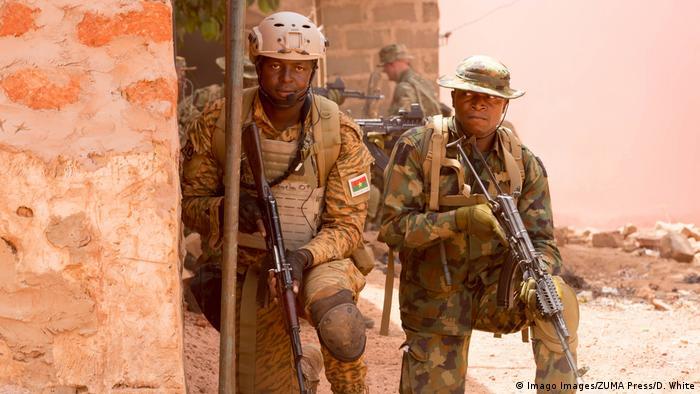 Afrika | Burkina Faso | Soldaten im Einsatz in Bobo-Dioulasso